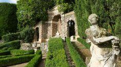 Des nymphes, des statues allégoriques et mythologiques, des obélisques et des fontaines ornent les jardins de la Pojega, au pied de la villa Rizzardi, non loin de la ville de Negrar.