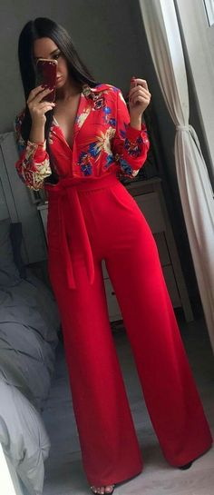 Red outfit with wide legged pants Classy Outfits, Stylish Outfits, Mode Outfits, Winter Outfits, Look Fashion, Womens Fashion, Fashion Trends, Trending Fashion, Winter Fashion