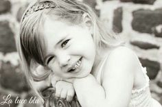 Non essere triste: sorridi. Non contare gli anni che passano: sorridi. Non avere rimpianti, sorridi. Ricorda che la nostra vita è solo un momento fra due eternità: sorridi.  (Romano Battaglia)  *Image from Dawn Word