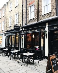 Heres a little restaurant I walk by every day and wish I could stop into for a long lazy lunch. I feel like December is just whizzing past and I havent even had a chance to catch my breath! Tonight Im making a little list of things to do in the next two weeks before Christmas so tell me: what are your London Christmas must-dos? Whats something I cant miss? Cant wait to hear all your favourite holiday moments. #christmasinlondon #winterinlondon