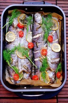 Pstrąg pieczony z masłem Snack Recipes, Snacks, Xmas Food, Baked Salmon, Fish And Seafood, Good Food, Food And Drink, Favorite Recipes, Meals