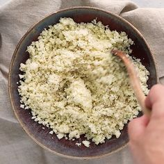Optavia Discover How to Make Cauliflower Rice How to make cauliflower rice- an easy step by step guide with photos walking you through the (incredibly easy) process of making cauliflower rice. Making Cauliflower Rice, Cauliflower Rice Casserole, How To Make Cauliflower, Riced Cauliflower, Diet Recipes, Vegetarian Recipes, Cooking Recipes, Healthy Recipes, Cooking Tips