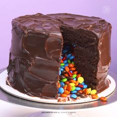 Double Chocolate M&M Cake - Kuchen Yummy Treats, Delicious Desserts, Sweet Treats, Yummy Food, Piniata Cake, Cake Recipes, Dessert Recipes, Cookies Et Biscuits, Savoury Cake