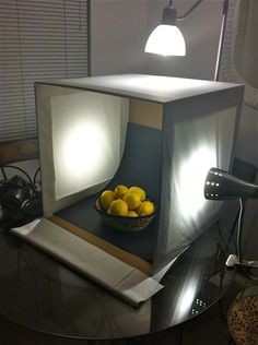 Homemade Light-Box Homemade Light-Box The post Homemade Light-Box appeared first on Fotografie. Food Photography Tips, Photography Lessons, Jewelry Photography, Still Life Photography, Light Photography, Photography Tutorials, Creative Photography, Photo Light Box, Fotografia Tutorial