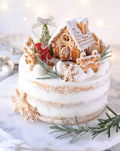 We firmly believe that the best Christmas cake will impress your friends and family. We've collected more than 30 of the best Christmas cake ideas, they are simple and easy to impress. Christmas Cake Designs, Christmas Cake Decorations, Christmas Sweets, Holiday Cakes, Christmas Gingerbread, New Year Cake Decoration, Christmas Cakes, Pretty Cakes, Cute Cakes