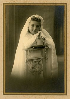 Girl's first communion girl portrait- original vintage photo- 20s 30s studio photo - dress and veil.  Saved from Etsy