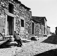 Portugal, Old Pictures, Old Photos, Rural House, Vernacular Architecture, Stone Houses, My Land, Black And White Pictures, Photomontage
