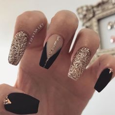 Amazing Glitter Acrylic Nail Art Designs for Holiday Parties Black Coffin Nails, Gold Nails, Pink Nails, Glitter Nails, Gold Glitter, Matte Nails, Xmas Nails, Stiletto Nails, Black Nail Designs