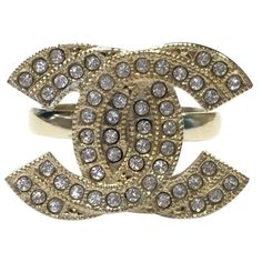Pre-owned Chanel Ring ($436) ❤ liked on Polyvore featuring jewelry, rings, gold, women jewellery rings, vintage jewelry, pre owned rings, chanel ring, golden ring and pre owned jewelry