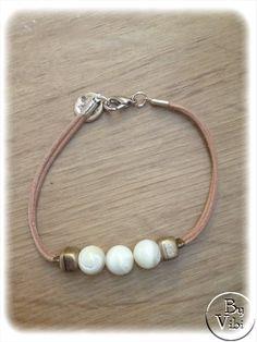 Bracelet lannière de cuir et perles de nacre par ByVibi sur Etsy, €13.00