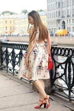 More looks by Katerina F: http://lb.nu/kaemi  #floral #vintage #dress #vintagedress #floraldress #feminine #girly #beige #rosgal