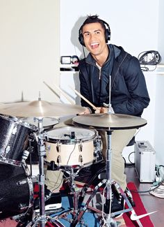 Cristiano Ronaldo on the drums World Best Football Player, Good Soccer Players, Football Players, Cristiano Ronaldo 7, Christano Ronaldo, Messi, Neymar, Real Madrid, Santos