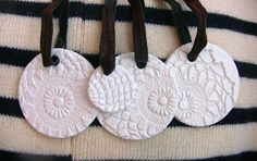 Ornaments out of modelling clay (Das) textured with lace || On the blog of Broochy at http://broochy.blogspot.it/