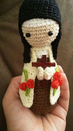 Santa Terezinha em crochê