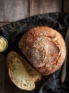 Pain blanc Recettes | Ricardo Modifications; 31/4 farine, ajout pincé sucre, cuisson sans couvercle seulement 15 minutes