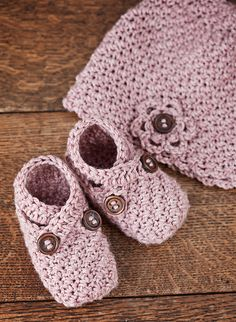 Ravelry: Hat and Booties pattern by Vita Apala
