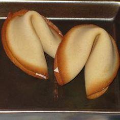 Chinese gelukskoekjes, ik heb ze voor mijn feestje gebruikt, ik deed een spionnenfeestje, en stopte er aanwijzingen in!
