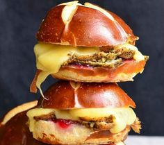 Pretzel slider buns are the secret for these cranberry asiago turkey sliders. With just four ingredi. - Will Cook for Smiles Philly Cheese Steak Sliders, Turkey Sliders, Pork Sliders, Pollo Y Waffles, Chicken And Waffles, Slider Buns, Tailgate Appetizers, Tailgating, Mini Sliders