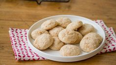Looking for a new twist on a snickerdoodle cookie? Try this fun version with crushed cereal that is sure to be a hit.