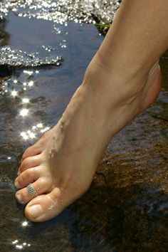 Just a guy who loves gorgeous toes and pretty feet Foot Photo, Foot Toe, Pretty Hands, Sexy Toes, Female Feet, Women's Feet, Feet Care, Toe Rings, Pedicure