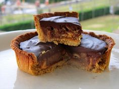 Tarte Caramel, Vegan Cheesecake, Coco, Quiches, Desserts, Alternative, Table, Peanut Butter, Sugar