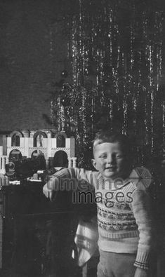 Junge an Weihnachten, 1942 HRath/Timeline Images #black #white #schwarz #weiß #Fotografie #photography #historisch #historical #traditional #traditionell #retro #vintage #nostalgic #Nostalgie #Weihnachten #Weihnachtszeit #Tannenbaum #Christmas Concert, Retro Vintage, Historical Pictures, Xmas Pics, Photo Kids, Childhood, Young Adults, Christmas Time, Nostalgia