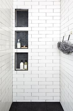 Triple stacked shower niches with black hexagon tiles surround long white shower tiles with black grout creating a unique and stylish walk-in shower design. 28 Inspirational Walk in Shower Tile Ideas for a Joyful Showering Black Hexagon Tile, Hexagon Tiles, White Tiles Black Grout, Hex Tile, Walk In Shower Designs, Shower Tile Designs, Walk In Showers Ideas, Bath Tub Tile Ideas, Bathroom Designs