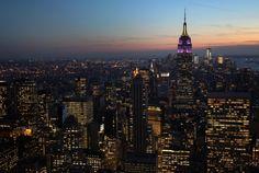 Até o final de 2015, Nova York terá a mais ampla e rápida rede de internet grátis municipal do mundo, promete a Prefeitura, que autorizou a construção de até 10 mil terminais nos cinco distritos da cidade. A rede será financiada com publicidade e não custará um único dólar aos contribuintes, garante a Prefeitura. Na INFO Online.