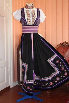 Purple beltestakk from Telemark Viking Clothing, Folk Clothing, Norwegian Clothing, Cute Dresses, Summer Dresses, Beautiful Costumes, Folk Costume, Traditional Dresses, Folklore