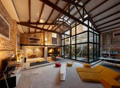 Large living and dining area looks through a glass wall onto a courtyard in this home located in Barcelona. - Home Design and Decoration Loft Industrial, Casa Loft, Loft House, Small Pools, Architectural Elements, Ground Floor, Porsche 911, Home Interior Design, Dining Area