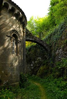 My other home is a castle ( Louredo, Galicia, Spain) Monuments, The Places Youll Go, Places To Visit, Architecture Romane, Architecture Religieuse, Magic Places, Hidden Places, Abandoned Places, Abandoned Houses