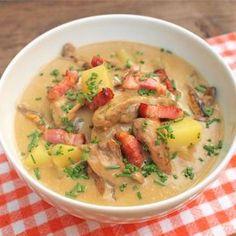 Zobrazit Houbová polévka se slaninou receptů Cheeseburger Chowder, Food, Eten, Meals, Diet