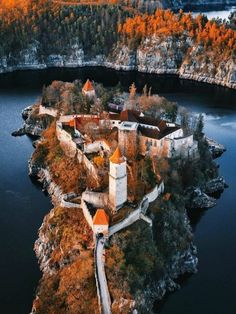 Beau Site, Grand Homes, Medieval Castle, Gothic Architecture, Eastern Europe, Nature Photography, Around The Worlds, Tower, Exterior