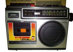 Aiwa TPR-140H. Radiograbadora monoaural tipo Boombox/Ghettoblaster con magnetófono para cartuchos Compact Cassette y sintonizador FM (banda occidental), onda corta y onda media