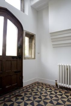 concrete floor tiles for entryway/hallway. Painting Tile Floors, Painted Floors, Interior Architecture, Interior And Exterior, Interior Design, Simple Interior, Kitchen Flooring, Home Renovation, Interior Inspiration