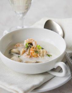 Apetit-reseptit - Juhlava äyriäiskeitto on elegantti tarjottava. #vieraillejajuhlaan #kattilallinenkeittoa