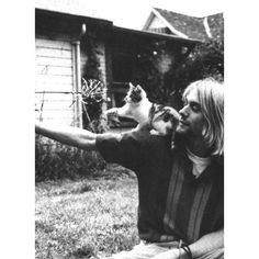 Kurt Cobain Photos - Nirvana Pictures! ❤ liked on Polyvore featuring pictures, kurt cobain, photos, nirvana and backgrounds