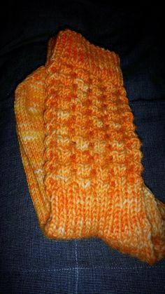 Pakkoneuloosia lankojen, kissan ja miehen keskellä.: Aurinkosukat Ohje. Knitting Socks, Knitted Hats, Beanie, Diy, Fashion, Tutorials, Knit Socks, Moda, Bricolage