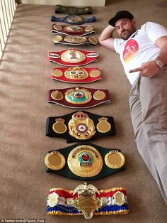 Controversial boxer Tyson Fury poses with all his belts one last time before relinquishing them Ufc, Fight Night Boxing, Combat Boxe, Boxing Posters, World Boxing, Boxing History, Champions Of The World, Tyson Fury, Art