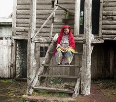 Baszkirka na schodach swojego domu.