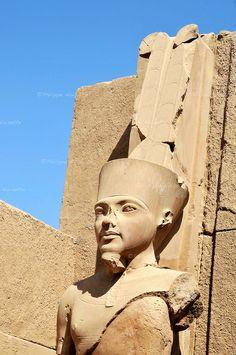 Statue de Toutankhamon dans le temple de Karnak