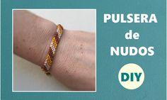 Pulsera de nudos - http://www.manualidadeson.com/pulsera-nudos-2.html