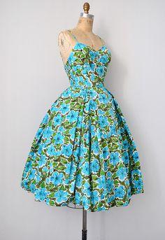 vintage 1950s dress | bombshell 50s tiki dress #vintage #1950s