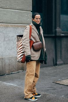 New York Fashion Week Day 6 - Beige khakis, green sweater and a light brown jacket paired with sneakers. Best Picture For New Yo - Fashion Week Paris, Fashion 2017, New York Fashion, Love Fashion, Winter Fashion, Fashion Outfits, Womens Fashion, Fashion Trends, Style Fashion