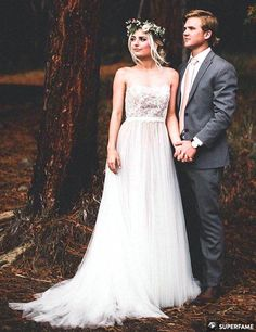 Parker and Aspyn pose for their wedding photos. (Photo: Instagram)