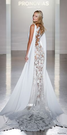 Atelier Pronovias 2017 Collection — New York Bridal Fashion Show Highlights | Wedding Inspirasi