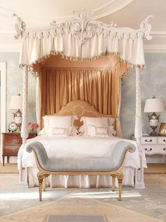 Statement Bed: Georgian Home by Bunny Williams featuring Gracie wallpaper AD Jan 2012