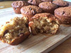 Bron  Beppie Bakt amandelmeel muffins  Ik ga vandaag dit simpele receptje voor muffins proberen. Ik vind de nootachtige smaak van amandelmeel heel erg lekker. Ik denk dat ze wel lekker worden, want mijn hond Huub staat ze uit de oven te staren. Hij zal het helaas voor hem met een hondensnoepje moeten doen. …