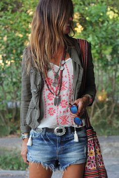 stitch on white shirt add jacket Bohemian Style - bunt und frech *** Great Boho Style Festival Outfit Mode Outfits, Casual Outfits, Summer Outfits, Fashion Outfits, Fashion Trends, Fashion 2018, Dress Casual, Skirt Outfits, Fashion Tips