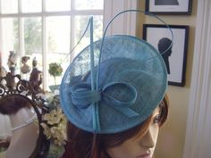 STYLISH TURQUOISE SINNAMAY WITH QUILL FASCINATOR  GREGORY LADNER NEW